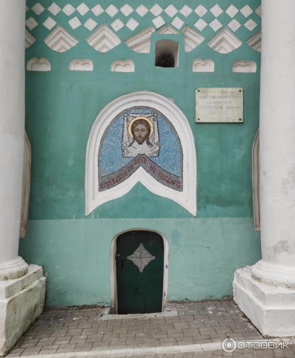 Вход в колокольню