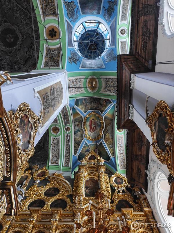 Потолок в соборе